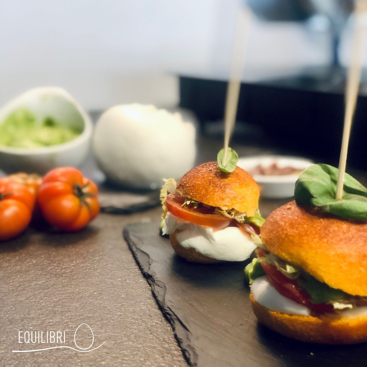 panino-pomodoro-bufala-pomodoro-marinda-acciughe-cantabrico-maionese